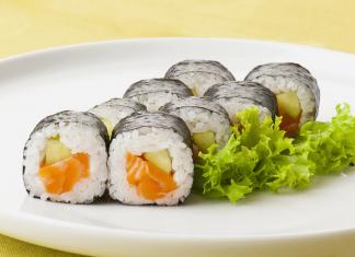 Sushi na lunch do biura